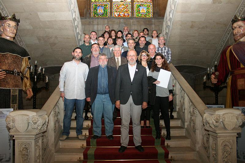Miquel Ensenyat, President del CIM i els batles signants. Foto: CIM