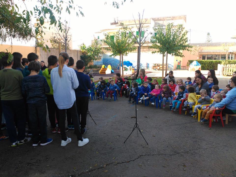 Santa Cecília amb els nins de l'IES
